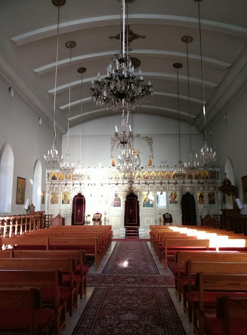 Church-inside-daytime-empty